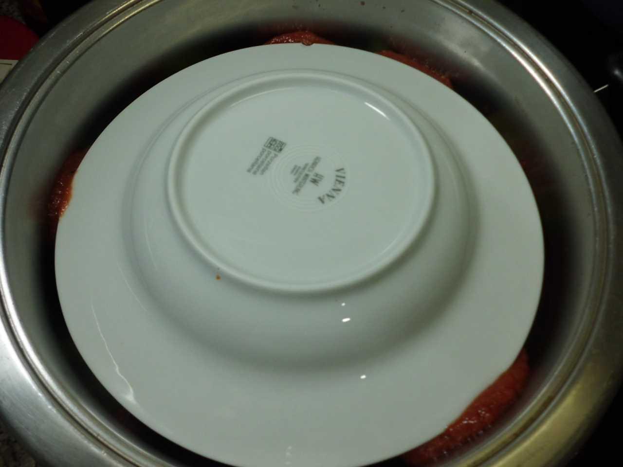 den Teller auflegen 1-2 Gas Wasser angießen