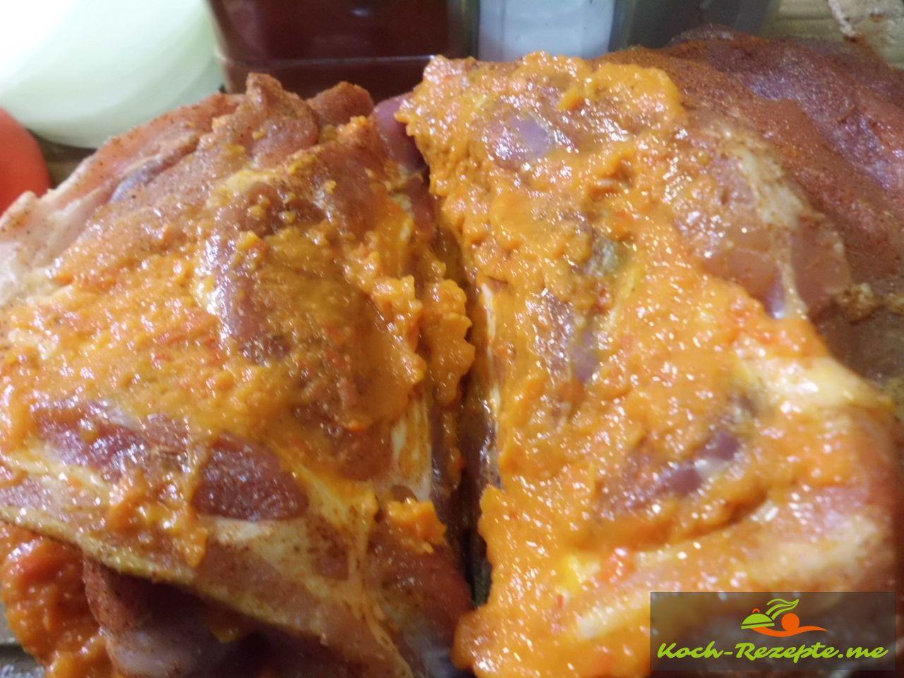 Würzen und marinieren mit einer Paprika-Auberinensoße mild