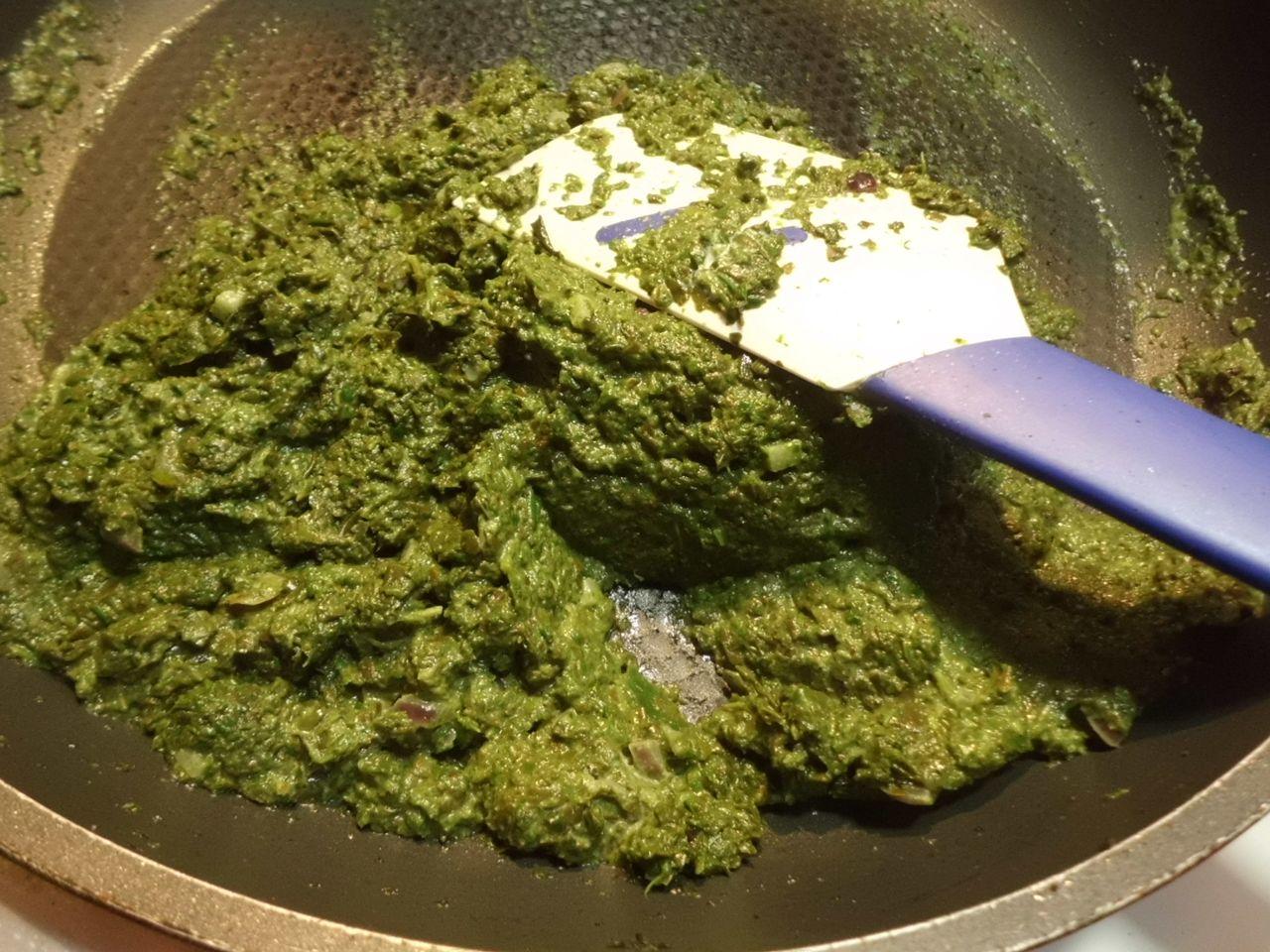 Frischer Spinat selber kochen mit Pellkartoffeln und Spiegelei