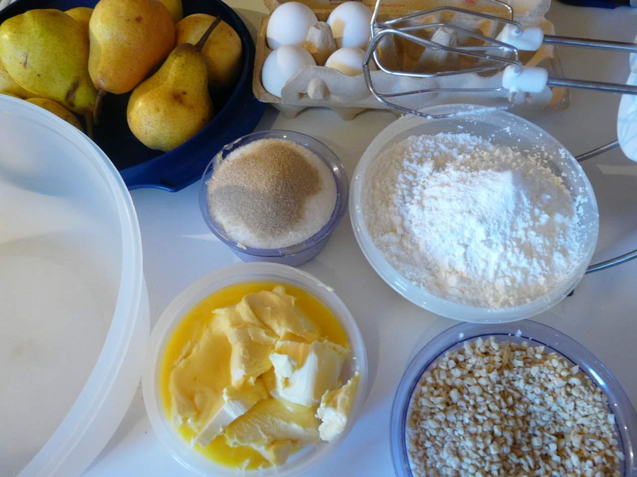 Zutaten für einen Birnen Blechkuchen mit Streusel
