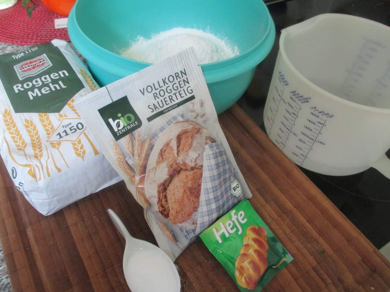 Zutaten für ein Roggenmischbrot