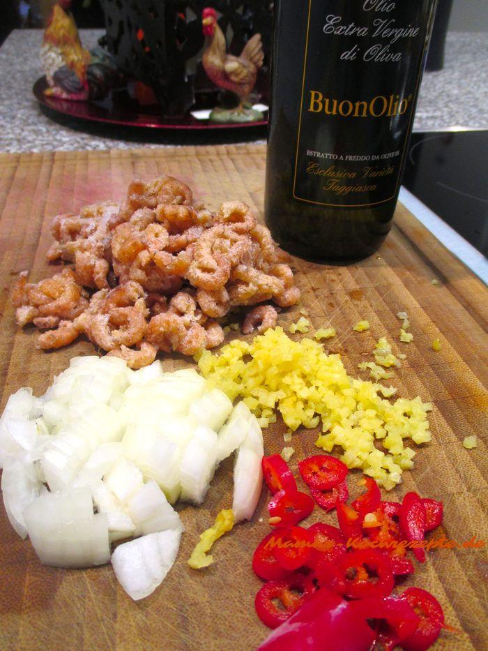 Zutaten für Spaghetti mit Krabben,Olivenöl,Sahne, geräucherter Knoblauch, Zwiebel, Chili