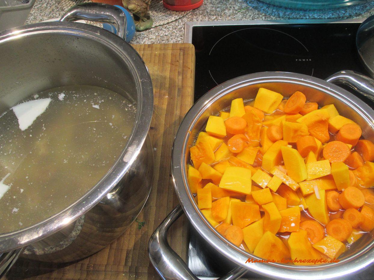 Fleisch gekochte Fleischbrühe mit Butternut und Möhren werden gekocht