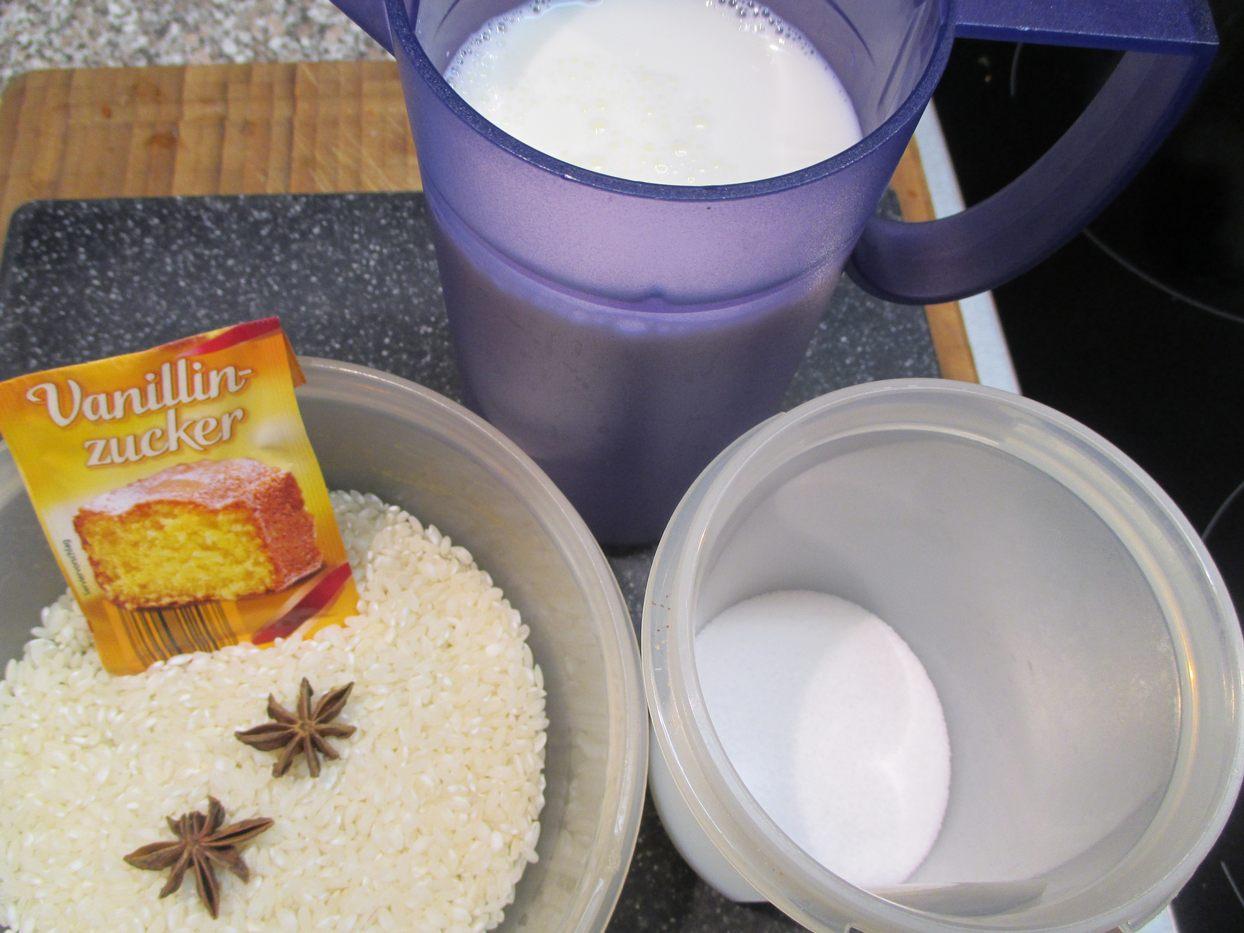 Zutaten: Milch, Milchreis, Zucker, Vanillezucker und Sternanis