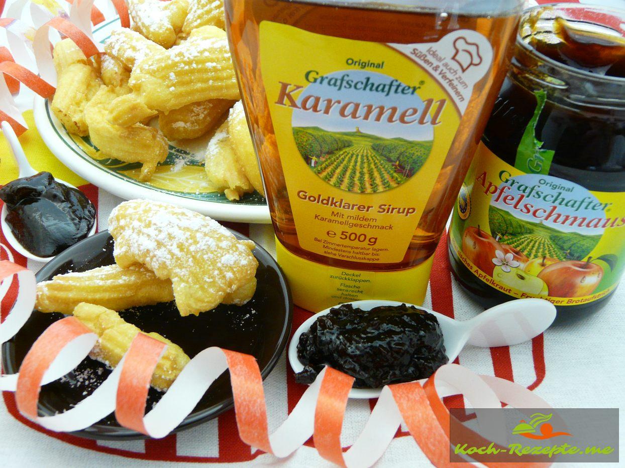 Fettgebäck servieren mit Karamell- Sirup Apfel und Pflaumenschmaus