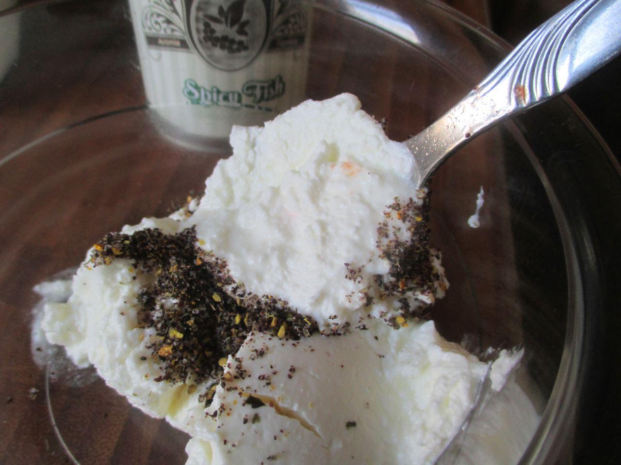 Sahnequark mit Aronia Gewürz perfekt auf die Zucchinischiffchen zum Garnieren