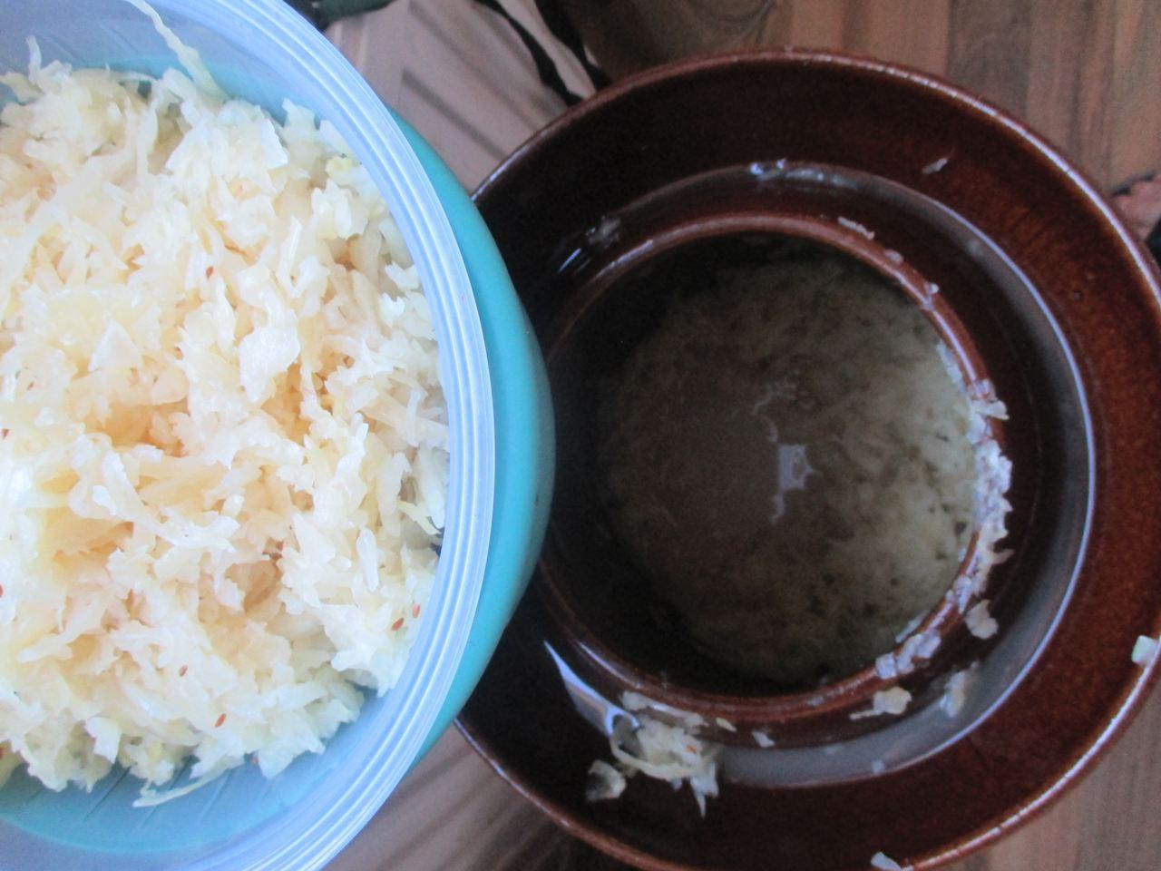 Gärtopf und 1,5 kg frisches Sauerkraut