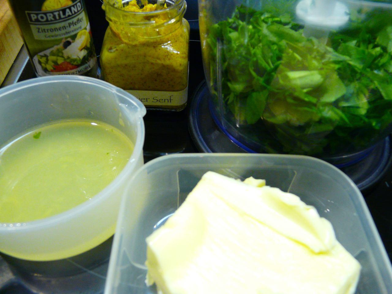 Zutaten für Bärlauchbutter, Zitronensaft, Zitronenpfeffer, Chilisalz, Butter, Bärlauch, Räucherknoblauch