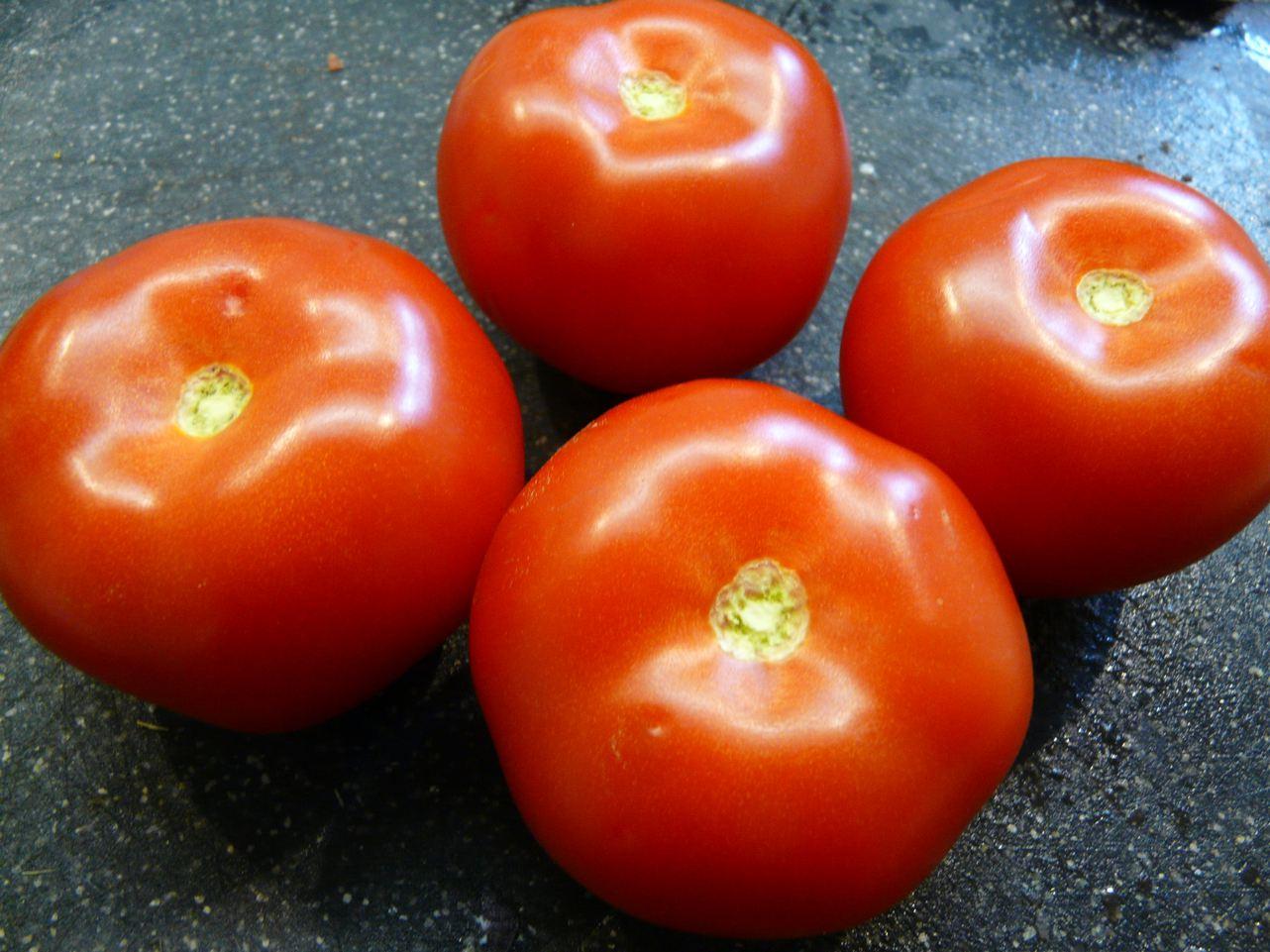 Tomaten aushölen