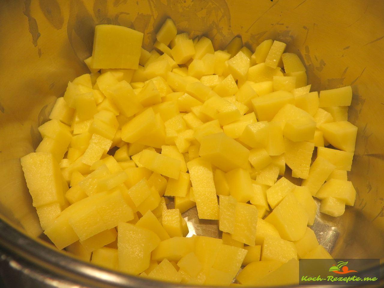 gewürfelte Kartoffeln für das Graupensuppe Rezept