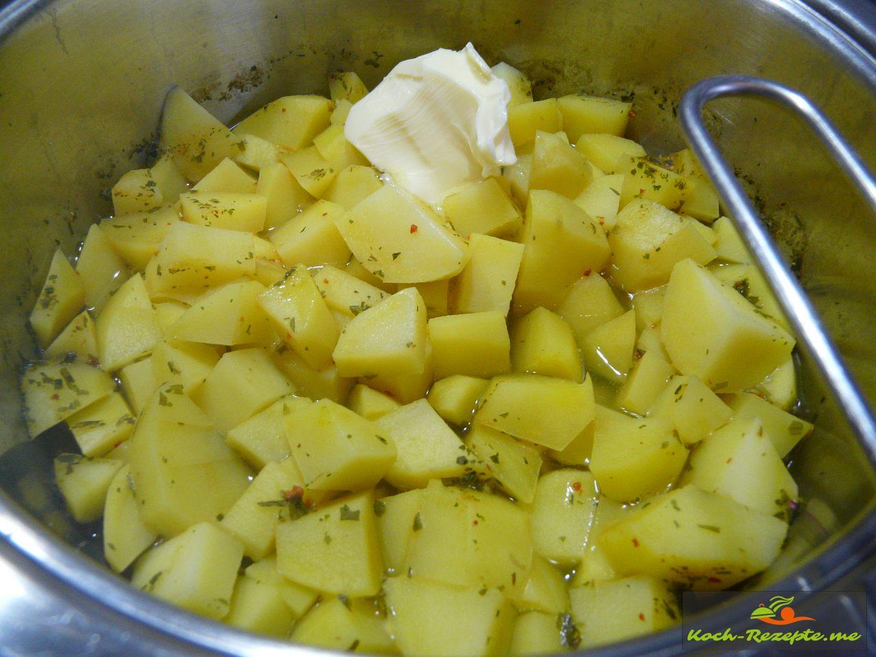 gekochte Kartoffeln mit Butter
