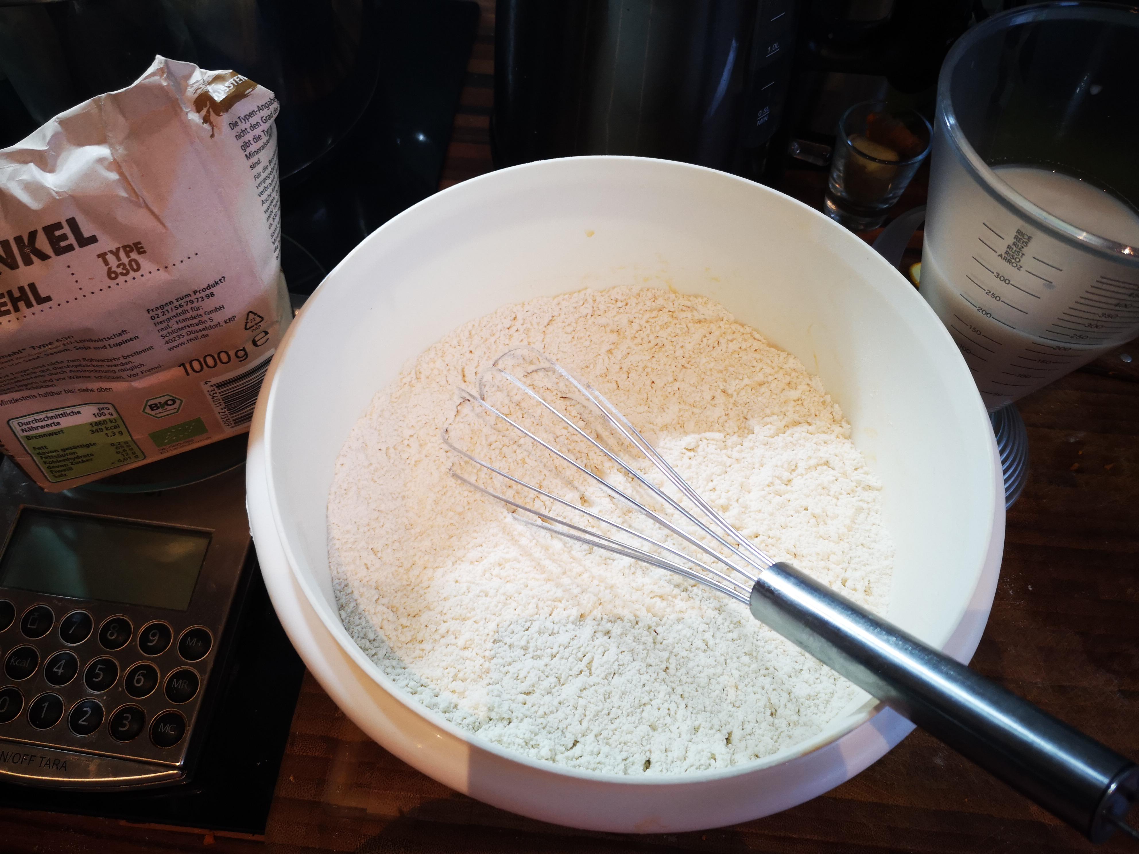 Dinkelmehl, Wasser, Hefe, Zucker, Salz