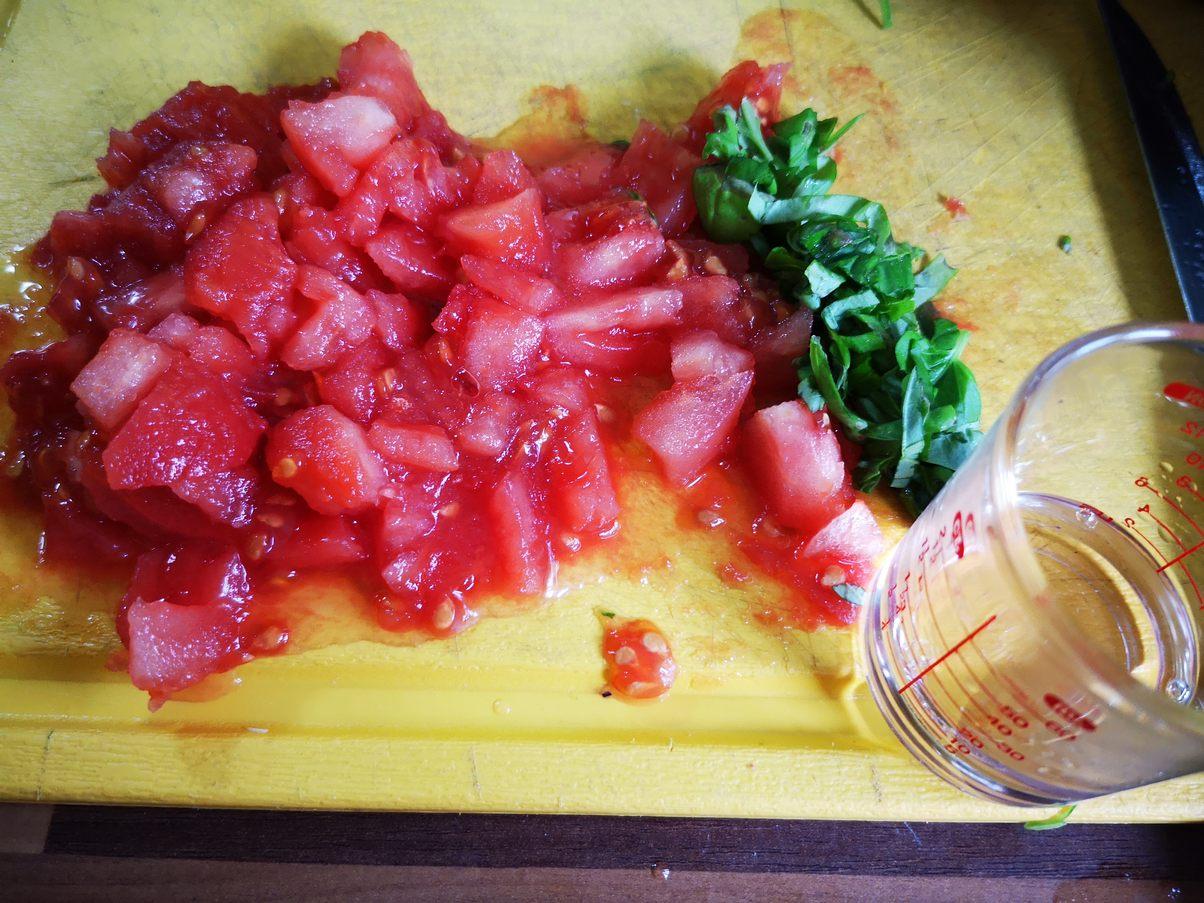 in Würfel geschnittene Tomaten