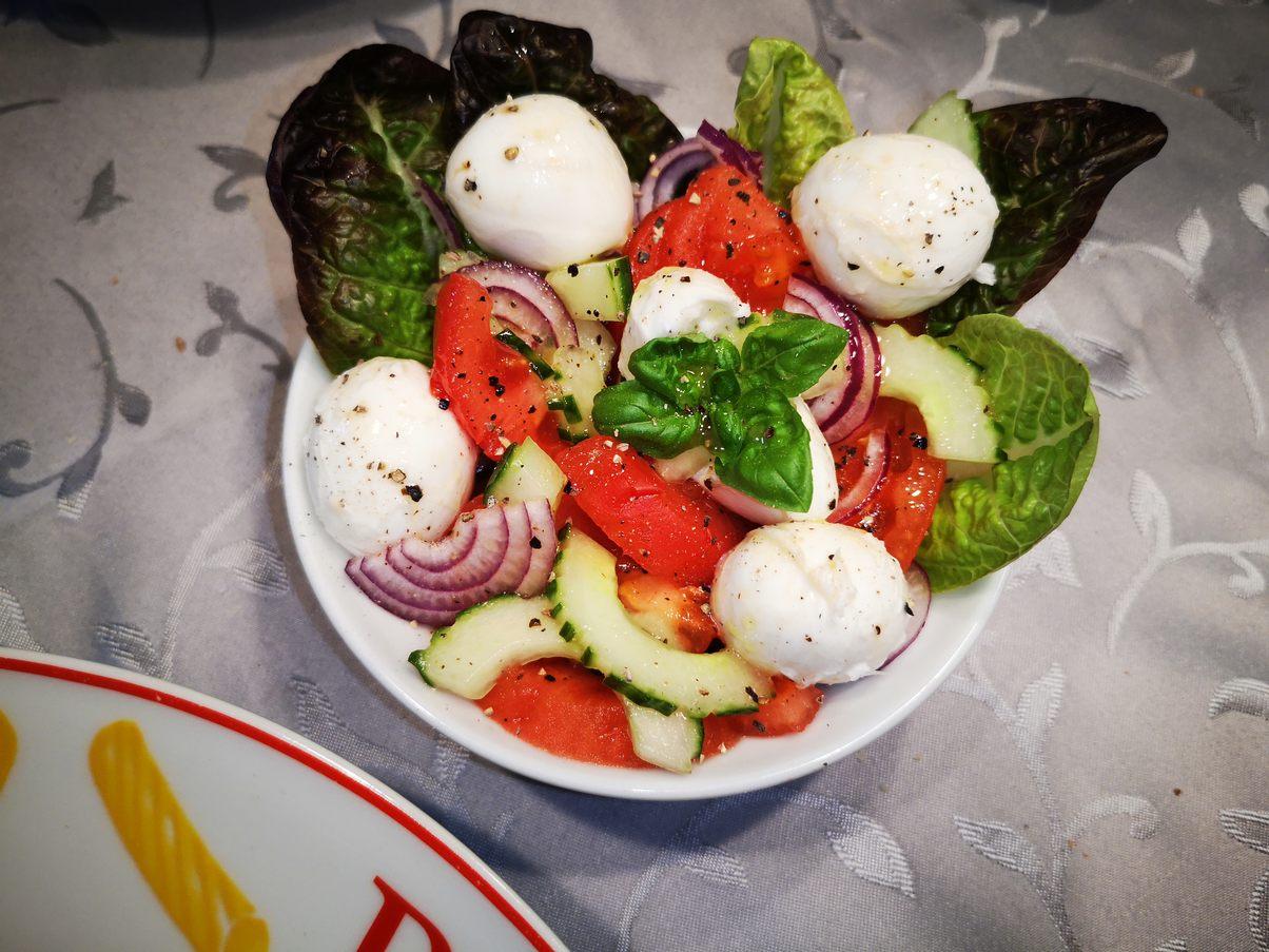Fertiger bunter Salat